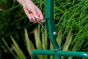 Potwheelz landscape hand truck boasts quick and easy assembly, and is perfect for home gardeners and is easy to store.